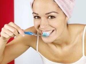 pretty-woman-brushing-teeth (Small)